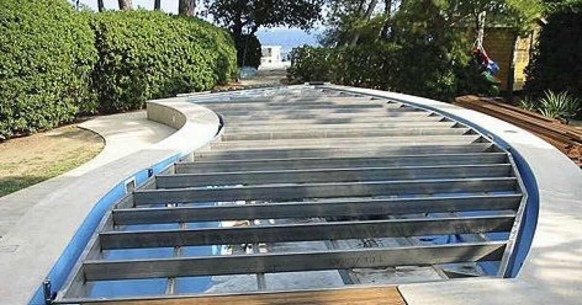 Construction d une piscine fond mobile for Fond mobile piscine