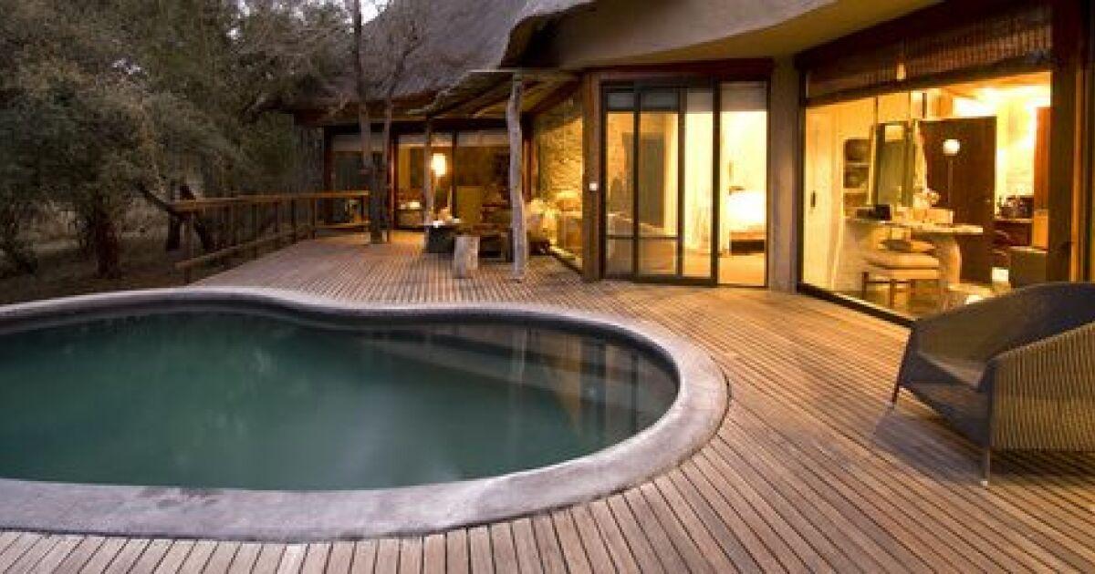 Une piscine en madrier de bois proc d et etapes de for Piscine structure bois