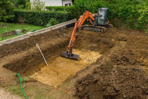 Construction de piscine : les contraintes liées au sol