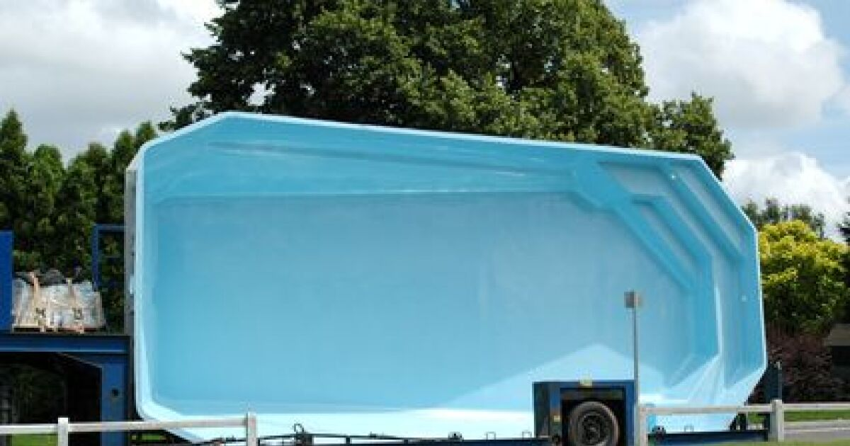 construction installation d une piscine structure monocoque coque polyester. Black Bedroom Furniture Sets. Home Design Ideas