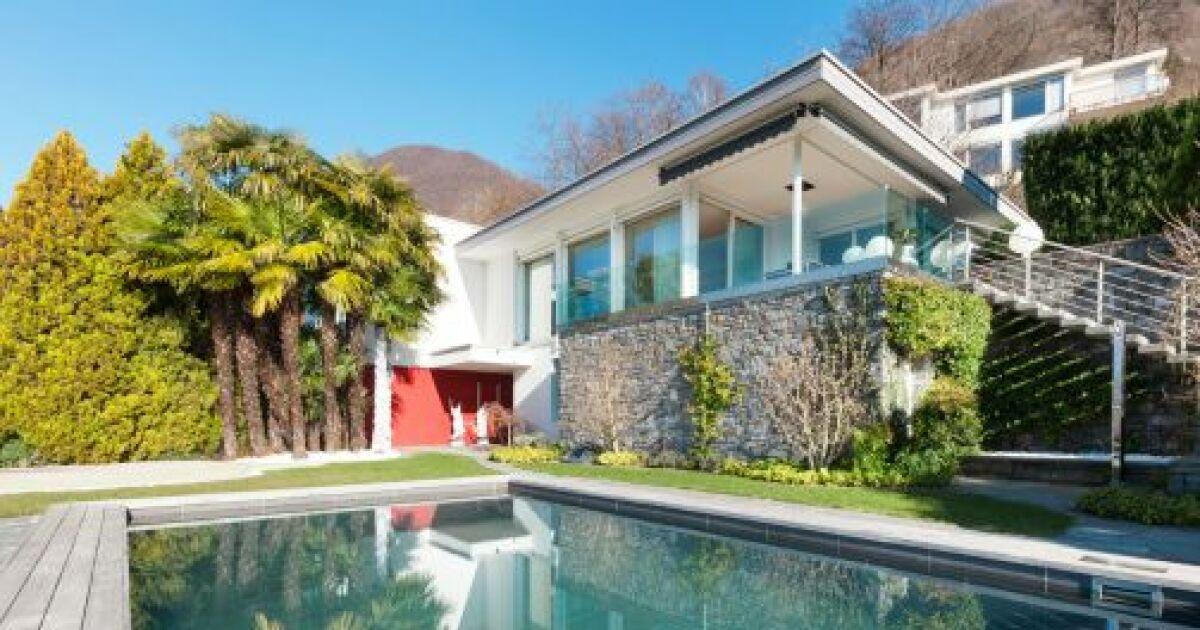 construire une piscine en copropri t. Black Bedroom Furniture Sets. Home Design Ideas