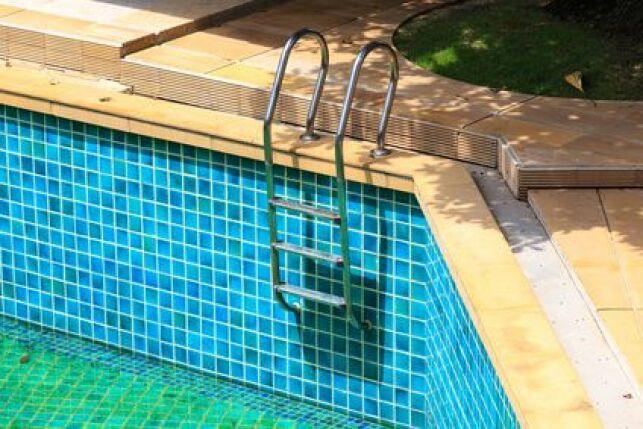 La corrosion est un problème typique des piscines en acier.