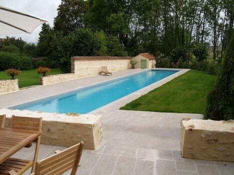 """Véritable couloir de nage, la piscine SPORTING a été dessinée toute en longueur...<span class=""""normal italic petit"""">DR</span>"""
