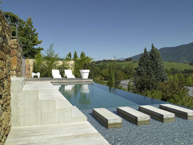 reportage photos piscines de luxe et d 39 exception. Black Bedroom Furniture Sets. Home Design Ideas