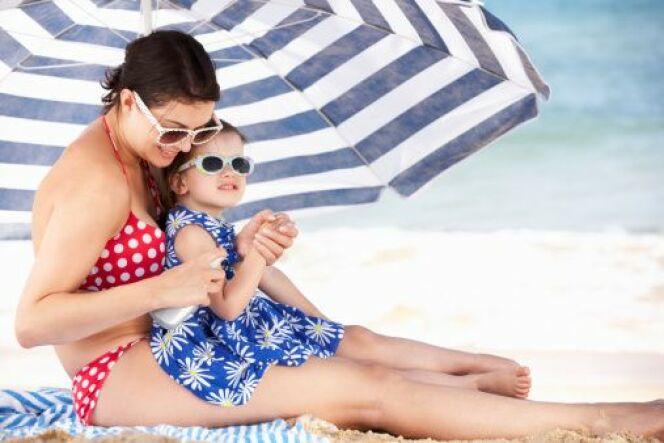 """Coup de soleil chez bébé et l'enfant <span class=""""normal italic petit"""">© iStock - Thinkstock</span>"""