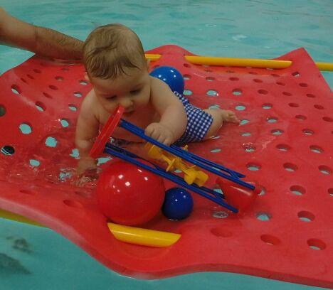 """Cours de bébé nageur<span class=""""normal italic petit"""">© Escale Essentielle</span>"""