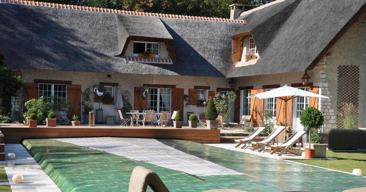 Couverture automatique pour piscine par euro piscine services for Piscine service