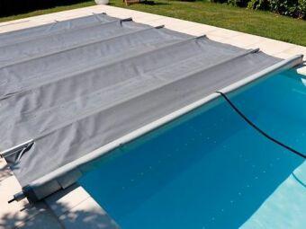 Couverture de piscine à barres : solide et résistante