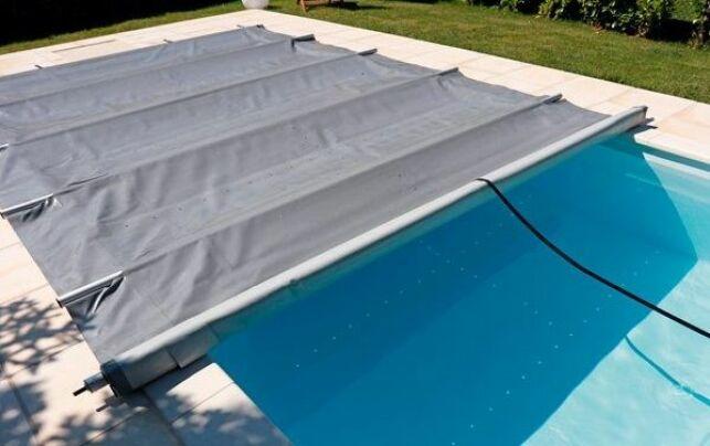 Couverture de piscine à barres : une bâche de protection solide pour votre piscine