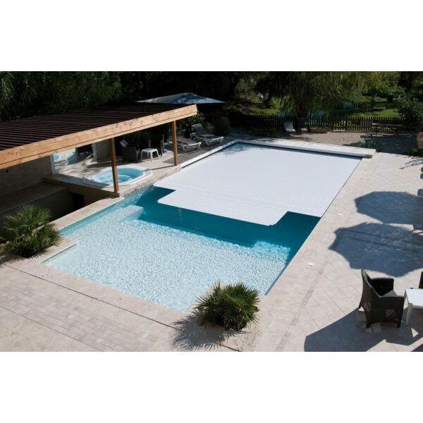 la couverture de piscine lectrique manipuler sa couverture de piscine sans effort. Black Bedroom Furniture Sets. Home Design Ideas