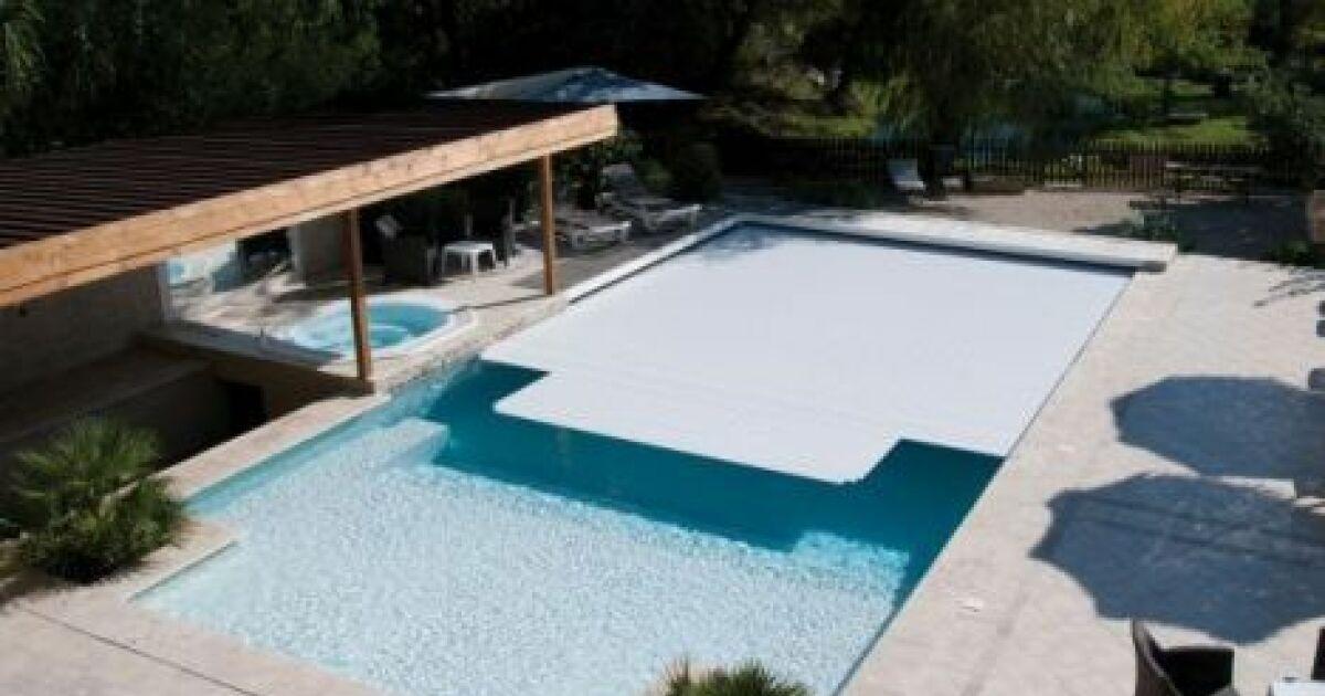 Couverture filtrante r sistante face aux intemp ries for Abri de piscine desjoyaux