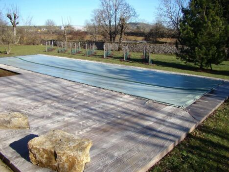 "Couverture hivernale Euro Piscine Services  <span class=""normal italic petit"">© Catusse Piscines - Cantal (15) - Euro Piscine Services</span>"