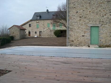 "Couverture hivernale Euro Piscine Services<span class=""normal italic petit"">© Catusse Piscines - Cantal (15) - Euro Piscine Services</span>"