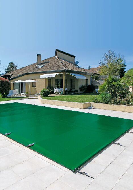 """Couverture de piscine Easy One Albigès<span class=""""normal italic petit"""">© Albigès</span>"""