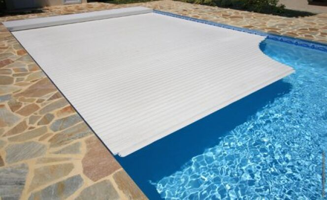 """Couverture de piscine : sécurisez et protégez<span class=""""normal italic petit"""">DR</span>"""