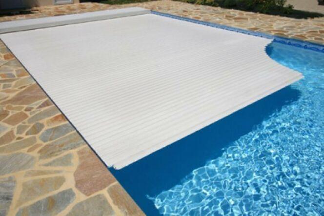 """Couvrir sa piscine : un bonus ou une nécessité ?<span class=""""normal italic petit"""">DR</span>"""