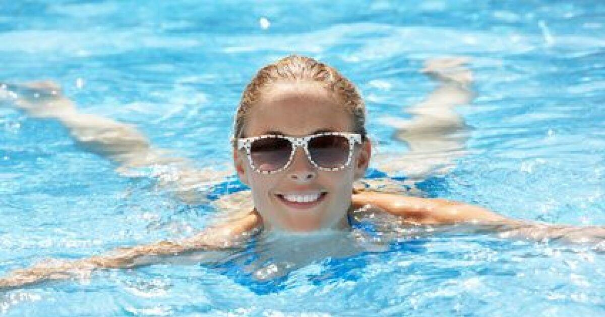 Lunettes de soleil et natation prot ger ses yeux dans l for Au bord de la piscine