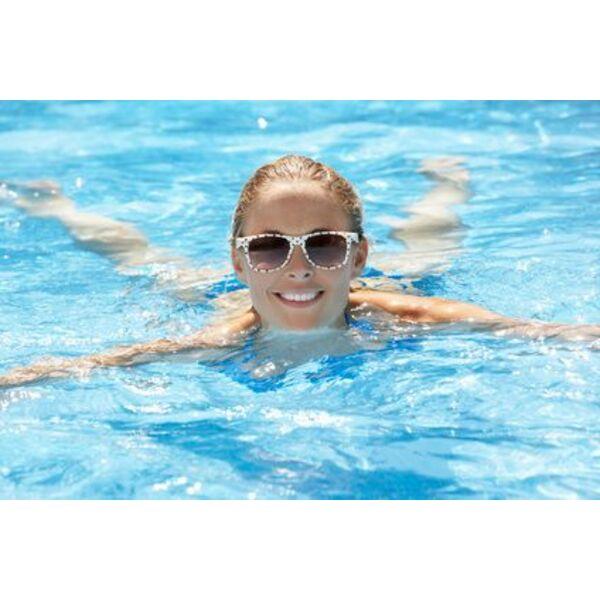 Lunettes de soleil et natation prot ger ses yeux dans l 39 eau et en dehors - Coup de soleil dans les yeux ...