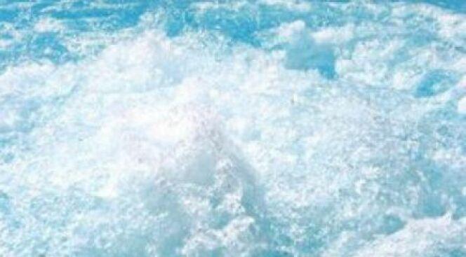"""De la mousse dans votre piscine : que faire ?<span class=""""normal italic petit"""">© Ruzanna Aruityunyan - Fotolia.com</span>"""