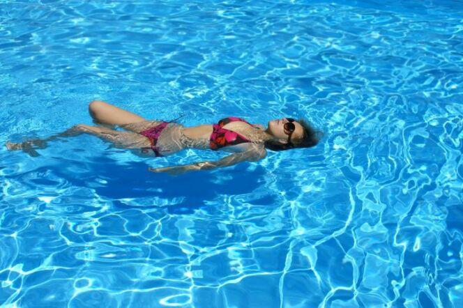 """La musique diffusée directement dans la piscine peut aider à mieux se relaxer.<span class=""""normal italic petit"""">© Anna Maniowska - Thinkstock</span>"""