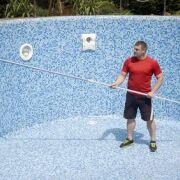 Comment décaper une ancienne piscine