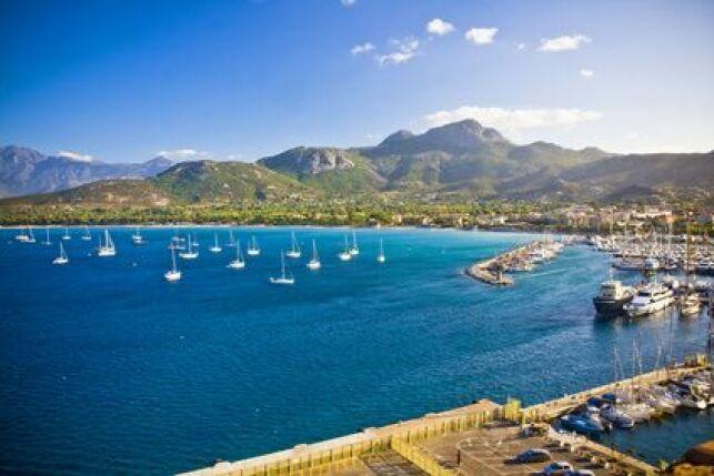 Découvrez la très belle ville de Calvi le temps de votre séjour bien-être en Corse.