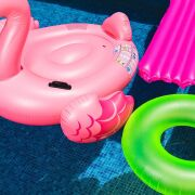 Des accessoires et équipements de loisirs pour votre piscine