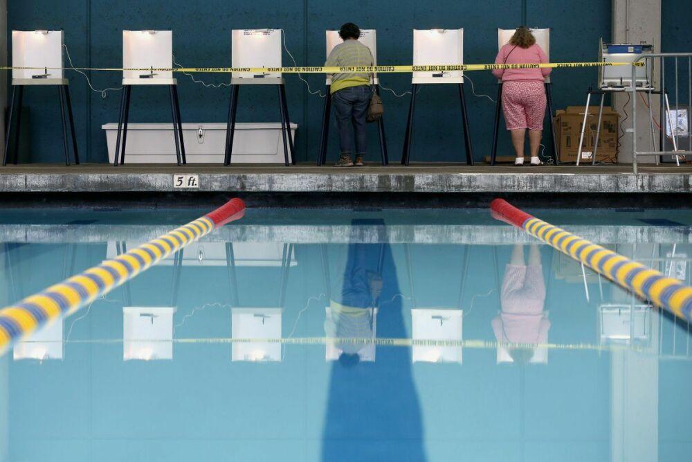 Des américains ont voté dans une piscine municipale !© REUTERS/Lucy Nicholson