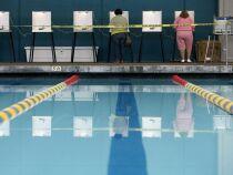 Des américains ont voté dans une piscine municipale !