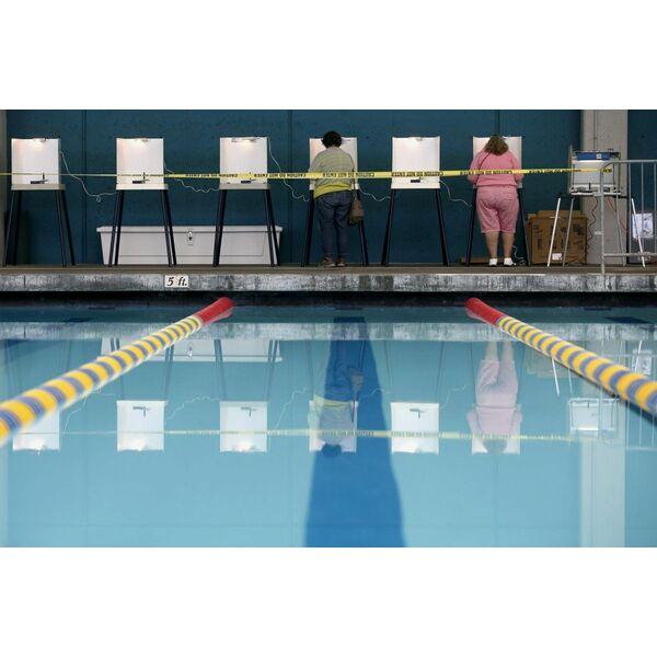 Des am ricains ont vot dans une piscine municipale for Bar dans une piscine