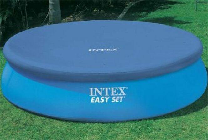 """Si vous possédez une piscine Intex, mieux vaut acheter une bâche de la même marque.<span class=""""normal italic petit"""">© Intex</span>"""