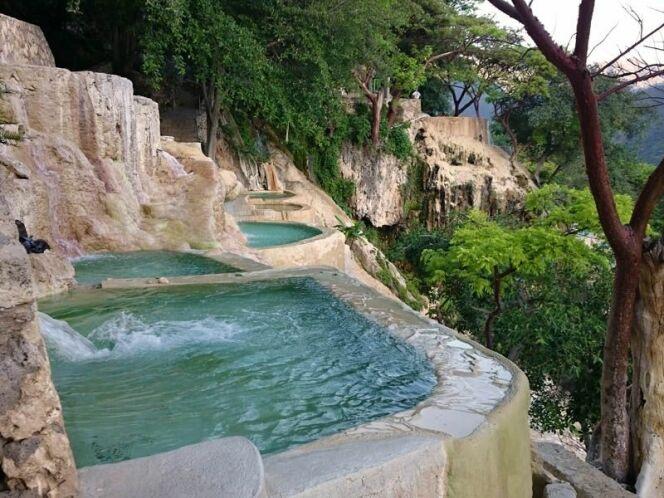 Des bassins creusés à même la pierre : les grottes de Tolantongo