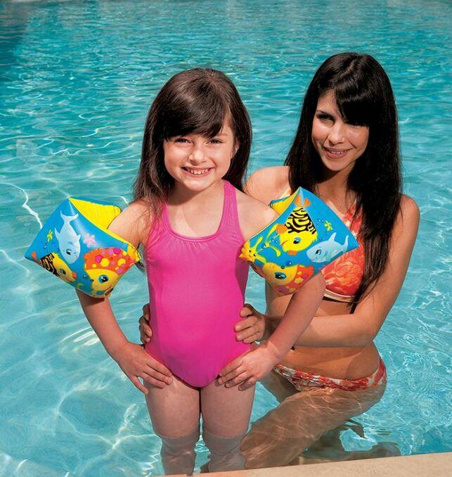 Des brassards gonflables pour vos enfants.