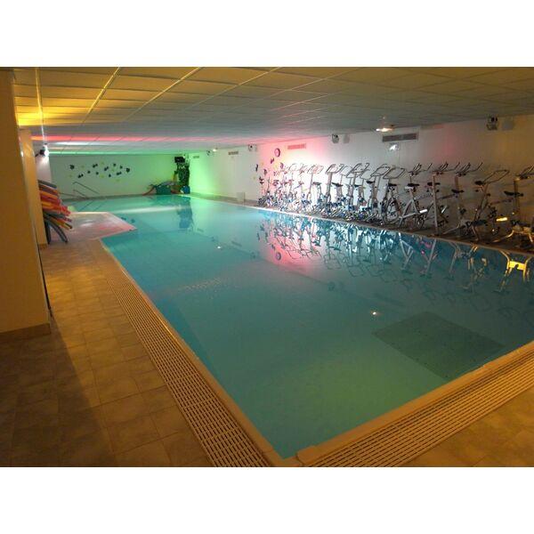 salle de sport et piscine club moving mours horaires tarifs et t l phone. Black Bedroom Furniture Sets. Home Design Ideas
