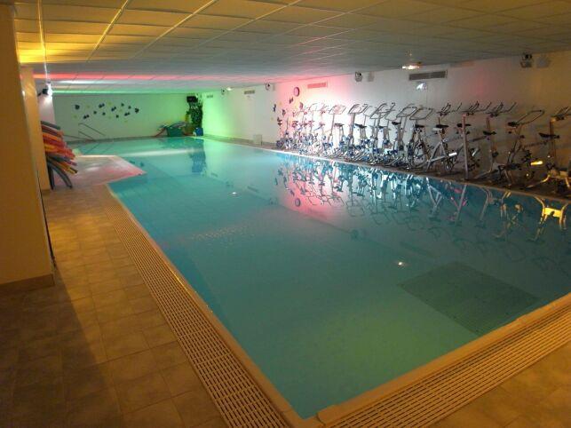 Des cours d'aquabiking sont proposés au Club Moving à Mours.