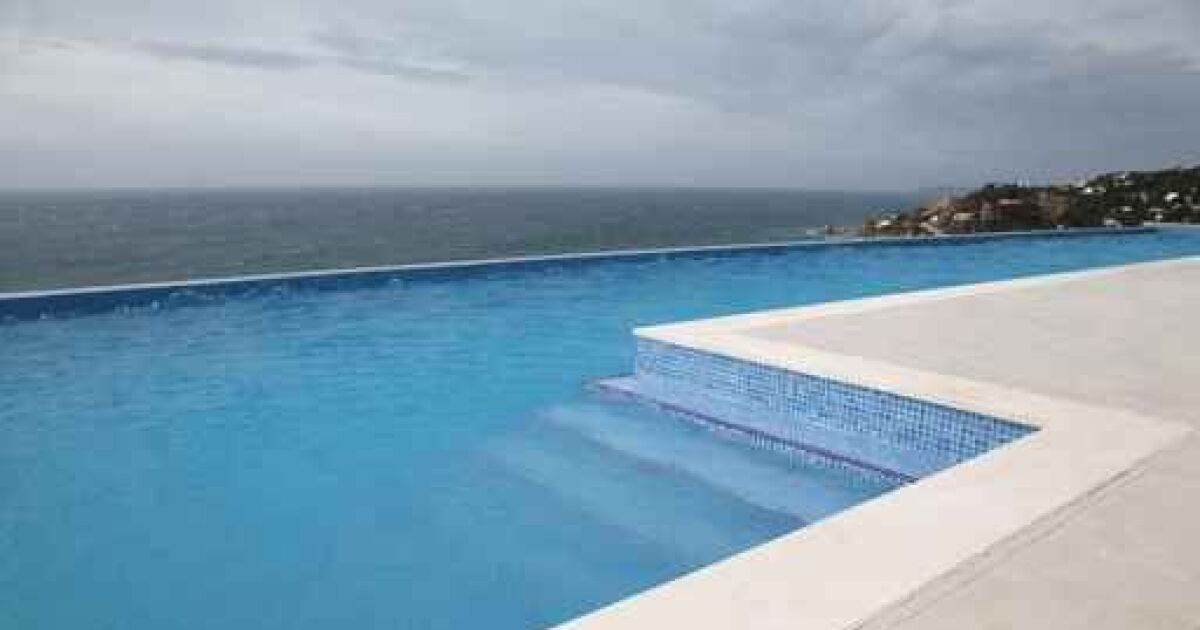 des dalles en c ramique pour piscine. Black Bedroom Furniture Sets. Home Design Ideas