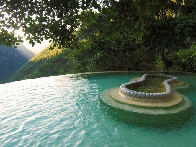 Des eaux naturellement tièdes et turquoises aux grottes de Tolantongo