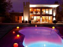 Des éclairages pour un bassin de piscine tout en couleurs