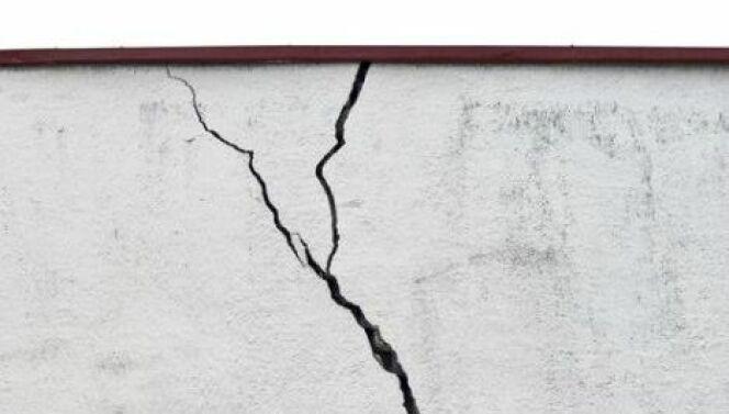"""Des fissures dans les margelles<span class=""""normal italic petit"""">© man_kukuku</span>"""