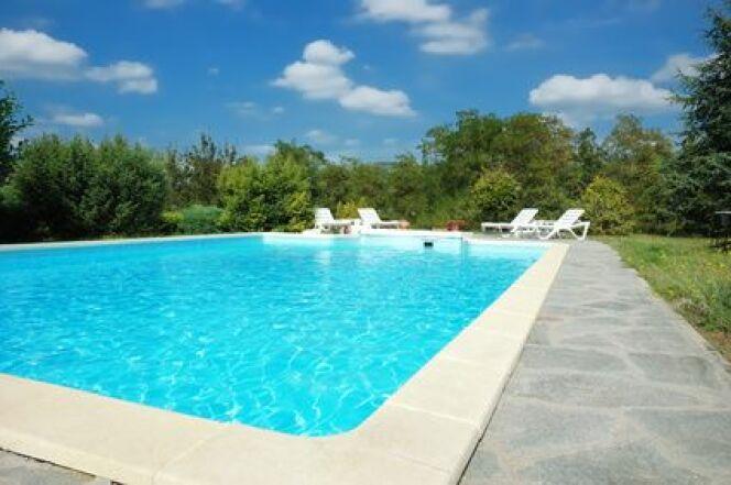 """Des kits margelles de piscine, à installer soi-même<span class=""""normal italic petit"""">© via Fotolia.com</span>"""