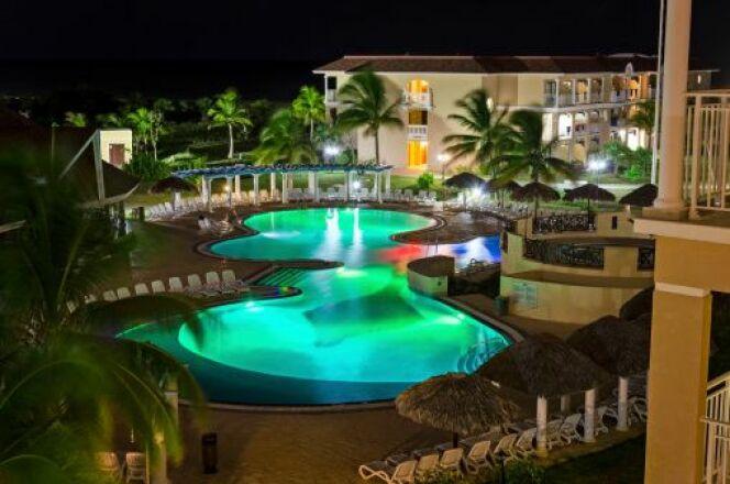 Des lampes LED d'extérieur pour éclairer votre piscine
