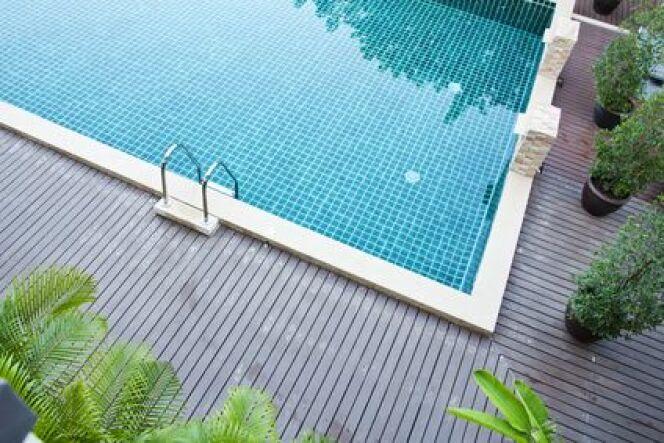 Des margelles de piscine pour un bassin plus esthétique.