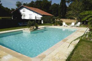 Des moments de bonheur à partager en famille ou entre amis dans cette piscine signée Magiline