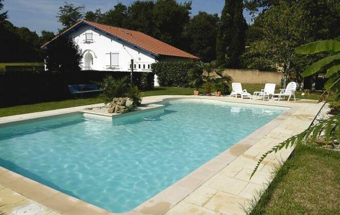 Des moments de bonheur à partager en famille ou entre amis dans cette piscine signée Magiline © Piscine Magiline