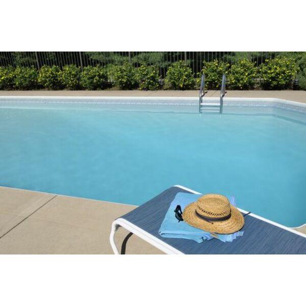 des moustiques autour de la piscine. Black Bedroom Furniture Sets. Home Design Ideas