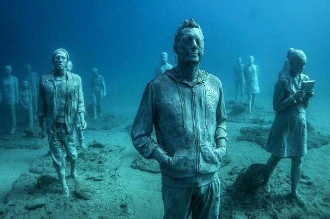 Des statues mystérieuses au plus profond de l'océan.