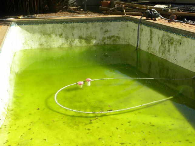 Des taches sur le liner de votre piscine