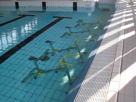 """Des cours d'aquabike sont proposés à la piscine Plouf de Château du Loir.<span class=""""normal italic petit"""">DR</span>"""