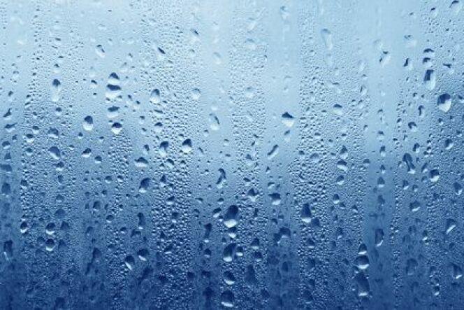 Condensation sur les parois d'un abri de piscine