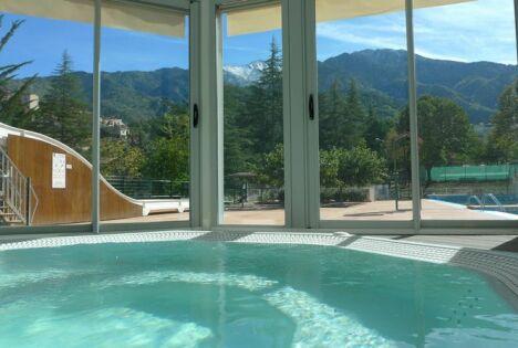 """Détente et relaxation sont garanties au spa de la piscine de Vernet les bains<span class=""""normal italic petit"""">DR</span>"""